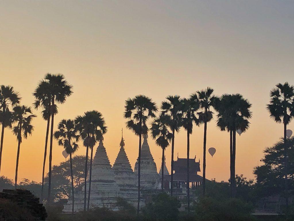 Bagan all'alba