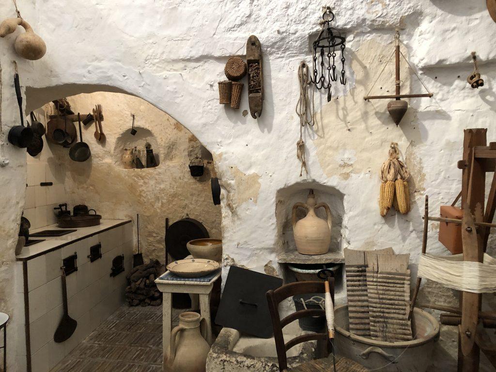 La casa-grotta di Vico Solitario