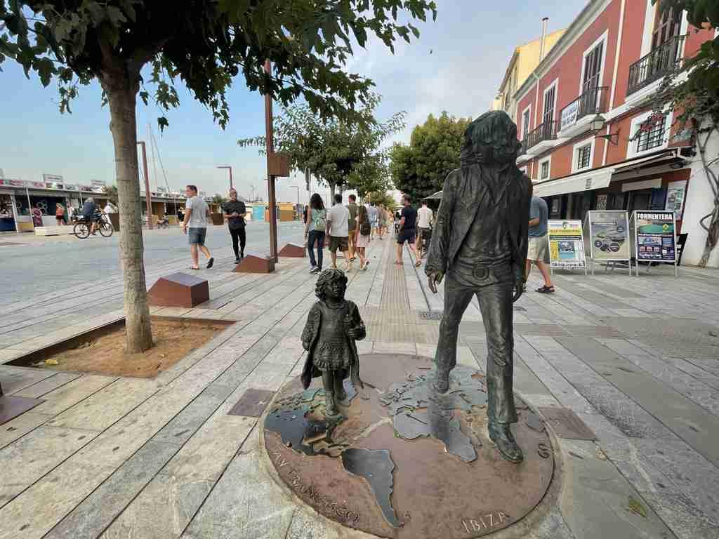 Padre e figlia che camminano Ibiza